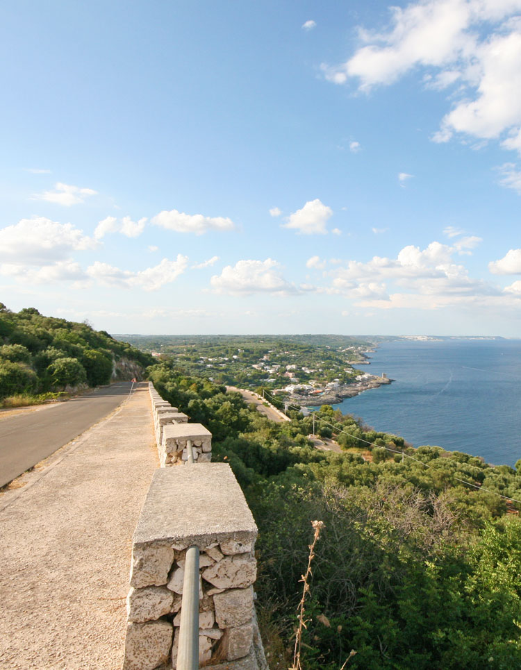 Road from Leuca to Castro